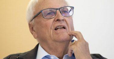 Verteidigte den DFB gegen Kritik: Theo Zwanziger. Foto: Boris Roessler/dpa