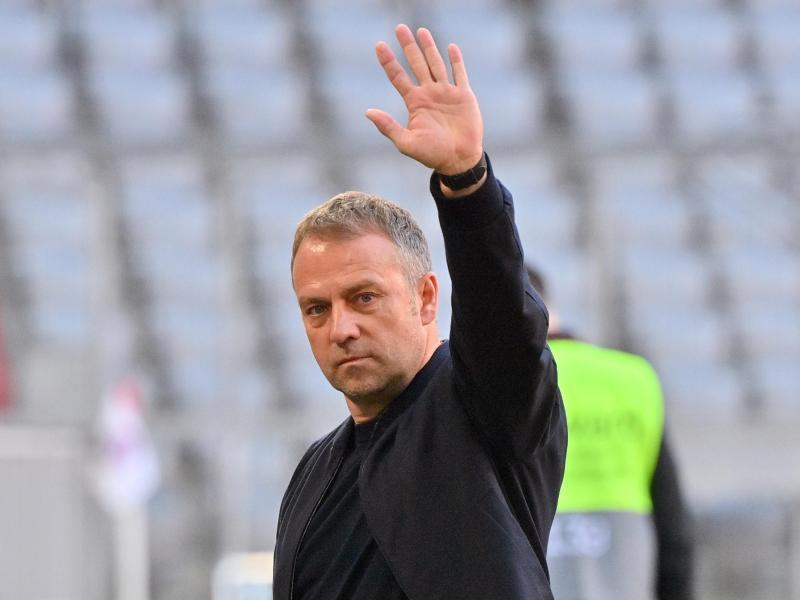 Verabschiedet sich mit der Meisterschale aus München:Bayern-Coach Hansi Flick. Foto: Peter Kneffel/dpa-Pool/dpa