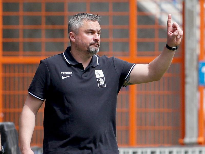 Geht als Tabellenführer in den letzten Spieltag der 2. Liga: Bochum-Coach Thomas Reis. Foto: Roland Weihrauch/dpa