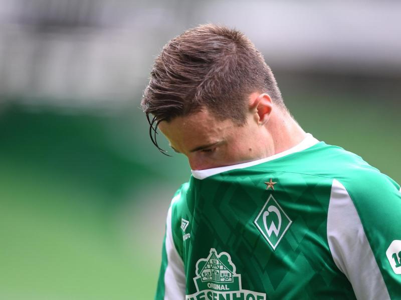 Werders Marco Friedl ging bereits zur Halbzeit mit gesenktem Kopf vom Spielfeld. Foto: Carmen Jaspersen/dpa