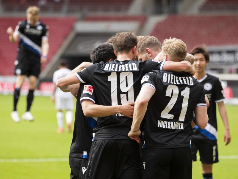 Arminia Bielefeld hat mit dem Auswärtserfolg beim VfBStuttgart den direkten Klassenerhalt am letzten Spieltag klar gemacht. Foto: Tom Weller/dpa
