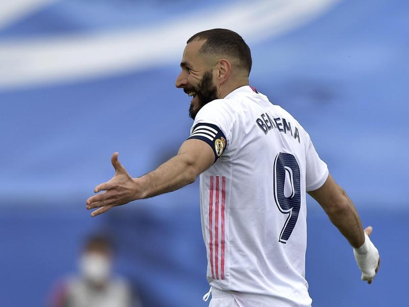 Real-Stürmer Karim Benzema traf kurz vor Ende der Partie zum 1:1-Ausgleich. Foto: Pablo Morano/AP/dpa