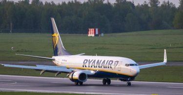 Das Ryanair-Flugzeug ist inzwischen mit mehreren Stunden Verspätung in Vilnius angekommen. Foto: Mindaugas Kulbis/AP/dpa