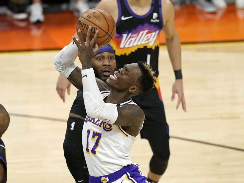 Das erste Playoff-Spiel der Lakers von Dennis Schröder (vorne) geht gegen die Phoenix Suns in die Hose. Foto: Ross D. Franklin/AP/dpa