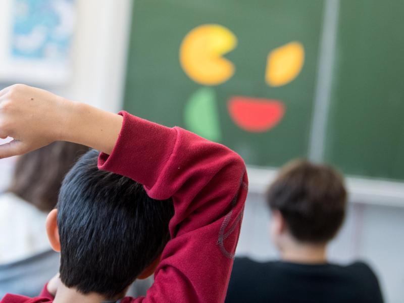 Zwei Drittel der Bundesbürger sind auf jeden Fall oder eher für eine Rückkehr zum Präsenzunterricht. Foto: Sebastian Gollnow/dpa
