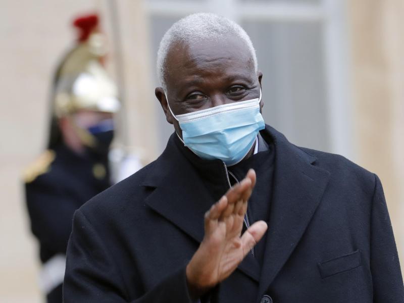 Malis Übergangspräsident Bah N'Daw wurde in ein Militärcamp gebracht. Foto: Christophe Ena/AP/dpa