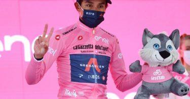 Egan Bernal fährt beim Giro im Rosa Trikot. Foto: Gian Mattia D'alberto/LaPresse via ZUMA Press/dpa