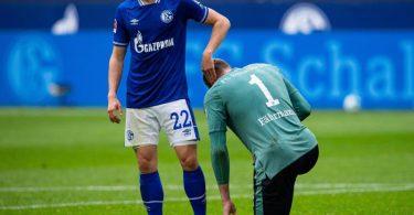 Unter anderem stieg der FC Schalke 04 in die 2. Liga ab. Foto: Guido Kirchner/dpa
