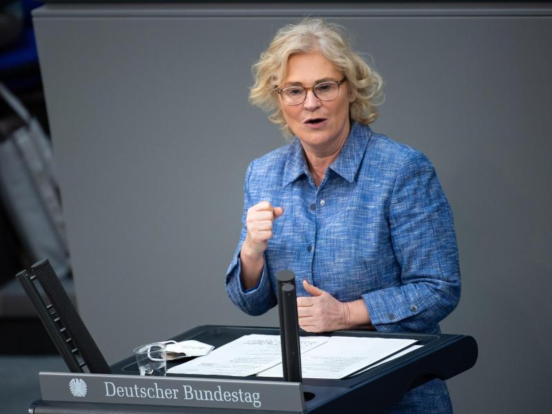 Christine Lambrecht hat nach dem Rücktritt von Franziska Giffey das Familienressort übernommen. Foto: Bernd von Jutrczenka/dpa