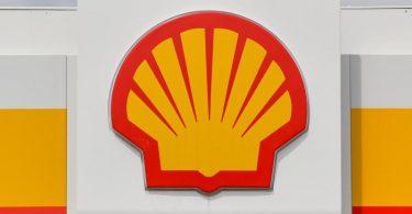 Der Öl- und Erdgaskonzern Shell hat eine historische Schlappe erlitten und muss nach einem Gerichtsurteil seine Kohlendioxid-Emissionen drastisch senken. Foto: Patrick Pleul/dpa-Zentralbild/dpa