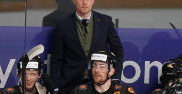 Gönnt seinem Team erstmal eine kleine Pause: DEB-Coach Toni Söderholm. Foto: Roman Koksarov/dpa
