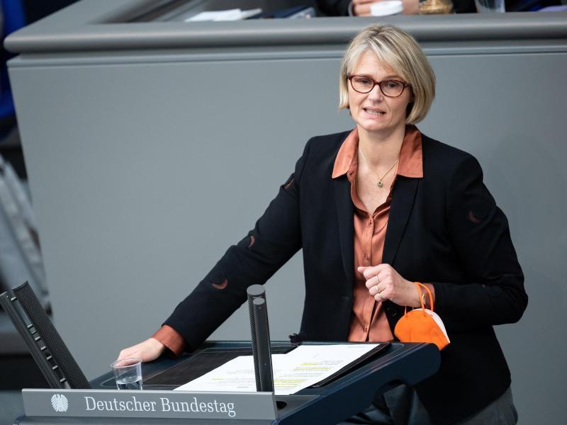 Anja Karliczek will vorerkrankten Kindern bis zum Schuljahresbeginn ein Impfangebot unterbreiten. Foto: Bernd von Jutrczenka/dpa