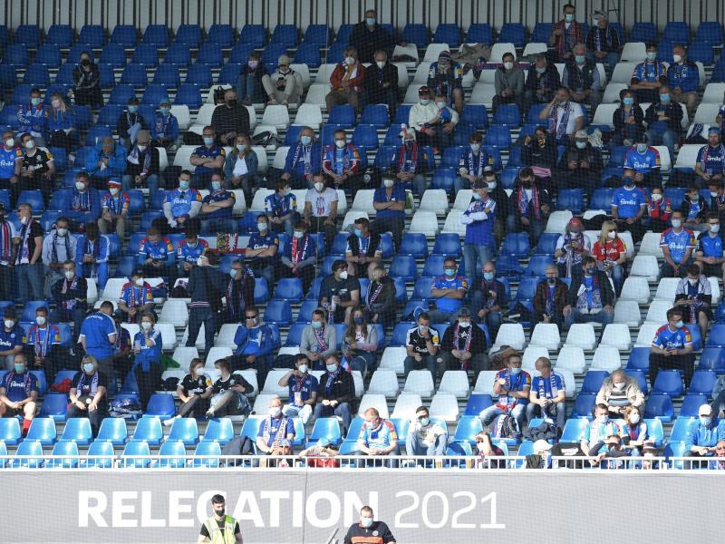 2350 Zuschauer waren im Kieler Stadion zugelassen. Foto: Carmen Jaspersen/dpa