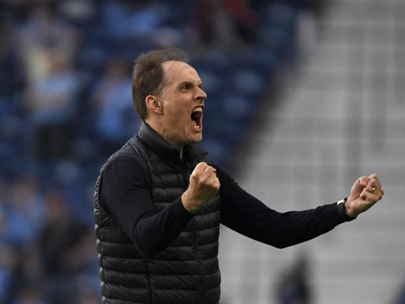 Chelseas Trainer Thomas Tuchel hingegen feiert den Führungstreffer durch Havertz emotional. Foto: Pierre Philippe Marcou/Pool AFP/AP/dpa