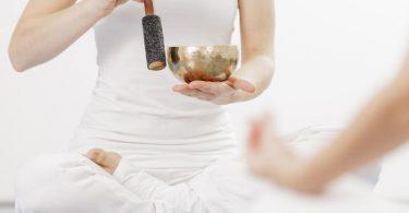 Meditieren ist nicht nur Wellness und Entspannungstechnik - sondern vor allem Training für das Gehirn. Foto: Monique Wüstenhagen/dpa-tmn