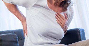 Bauchschläfer strapazieren ihren Rücken tendenziell stärker als beispielsweise Seitenschläfer. Foto: Christin Klose/dpa-tmn