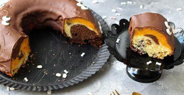 Mit Kürbispüree und Schokolade wird der Gugelhupf herbstlich bunt (biskuitwerkstatt.de). Foto: Mareike Pucka/biskuitwerkstatt.de/dpa-tmn