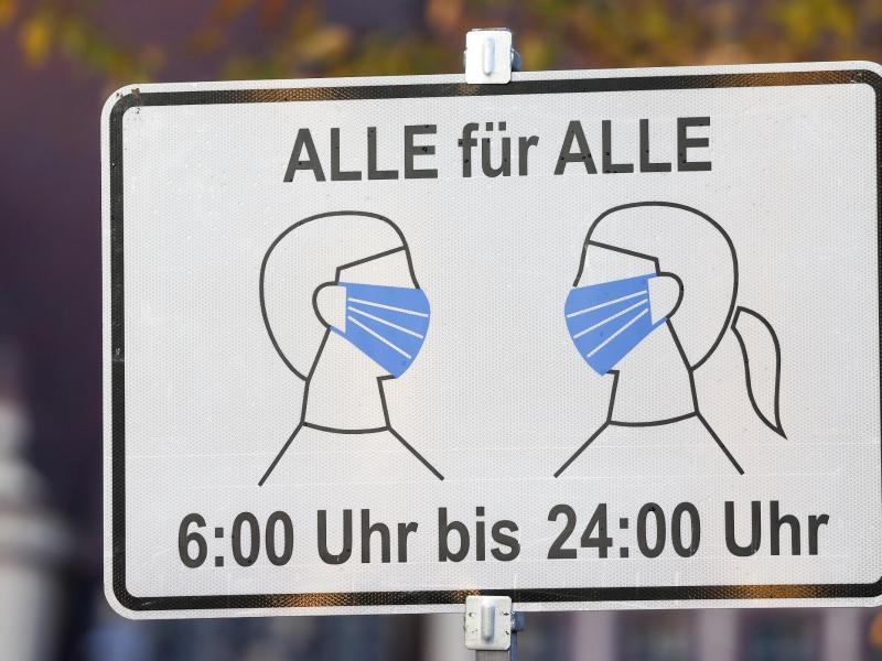 Machen uns die Hygieneregeln anfälliger für Infektionskrankheiten? Nur wenn wir über drei Jahre alle Viren von uns fernhalten, sagt Infektiologe Bernd Salzberger. Foto: Jan Woitas/dpa-Zentralbild/dpa