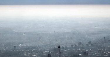 Auch wenn sich Luftqualität in Europa mittlerweise gebessert hat, sind immer noch drei von vier EU-Bürgern in urbanen Gebieten einer Feinstaubbelastung oberhalb der WHO-Empfehlung ausgesetzt. Foto: Federico Gambarini/dpa