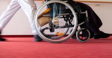 Die Krise trifft nicht alle gleich hart: vielen Menschen mit Behinderung setzt die Pandemie stärker zu. Foto: Tom Weller/dpa