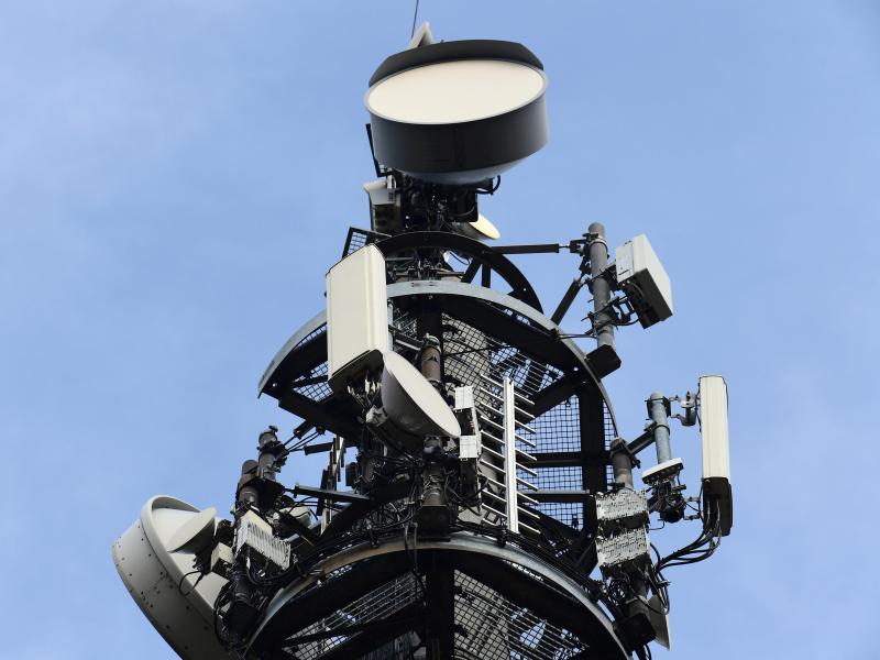 Um Bürgern die Ängste vor dem neuen Mobilfunkstandard 5G zu nehmen, startete die Bundesregierung nun eine Infokampagne. Foto: Soeren Stache/dpa-Zentralbild/dpa