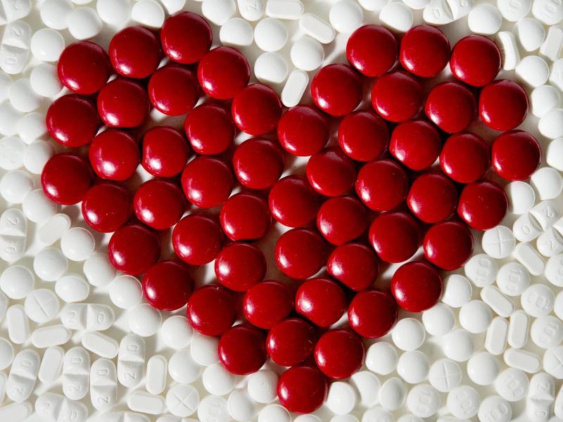 Statine sollen das LDL-Cholesterin im Blut senken und so vor Herz-Kreislauf-Erkrankungen schützen. Foto: Franziska Gabbert/dpa-tmn