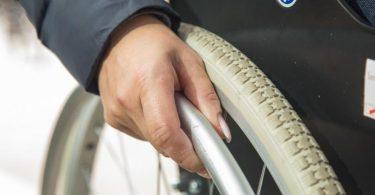 Menschen mit Behinderung können verschiedene Leistungen beantragen, die ihnen dabei helfen sollen, weiter berufstätig zu sein. Foto: Christin Klose/dpa-tmn