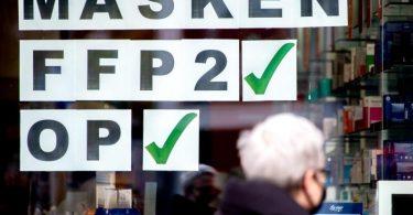 Wer mit der Angabe «FFP2» wirbt, muss auch die entsprechend zertifizierten Masken anbieten - und nicht ganz andere Produkte. Foto: Hauke-Christian Dittrich/dpa/dpa-tmn