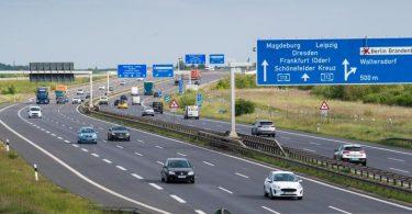 Auf einer Autobahn inBrandenburg sind im Mai verhältnismäßig wenige Autos unterwegs. Foto: Soeren Stache/dpa-Zentralbild/dpa
