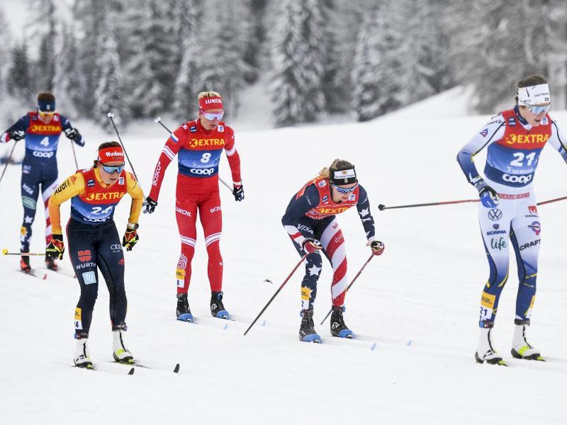 Katharina Hennig (2.v.l.) wurde Fünfte im Massenstartrennen. Foto: Gian Ehrenzeller/KEYSTONE/dpa