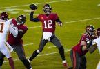 Tom Brady, Quarterback der Tampa Bay Buccaneers, wirft einen Pass. Foto: Julio Cortez/AP/dpa