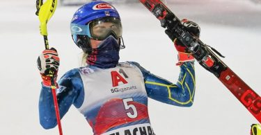 Feierte ihren 68. Erfolg im Weltcup: Mikaela Shiffrin jubelt nach dem Rennen. Foto: Giovanni Auletta/AP/dpa