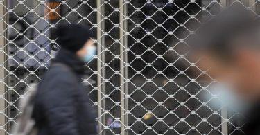 Geschlossenes Geschäft in Stuttgart. Die Corona-Pandemie hinterlässt massive Spuren in Europas größter Volkswirtschaft. Foto: Tom Weller/dpa
