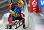 Mit Bahnrekord zum 50. Weltcup-Sieg: Natalie Geisenberger aus Deutschland freut sich im Ziel. Foto: Hendrik Schmidt/dpa-Zentralbild/dpa