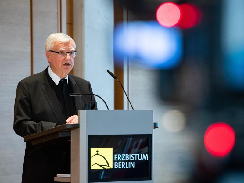Erzbischof Heiner Koch während der Pressekonferenz zur Vorstellung des Gutachtens in Berlin. Foto: Bernd von Jutrczenka/dpa