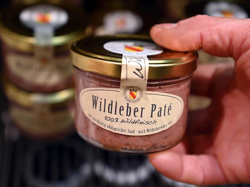 Die Wildleber-Pate stammt vom Städtischen Forstamt Baden-Baden und wird dort zum Verkauf angeboten. Foto: Uli Deck/dpa