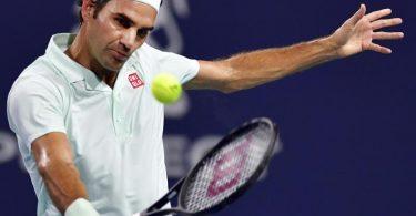 Roger Federer wird beim Turnier in Doha sein Comeback auf dem Tennisplatz geben. Foto: Jim Rassol/AP/dpa