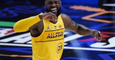 Trotz seiner Kritik an einem NBA-All-Star-Spiel inmitten der Corona-Pandemie hatte Superstar LeBron James dann doch richtig Spaß. Foto: Brynn Anderson/AP/dpa
