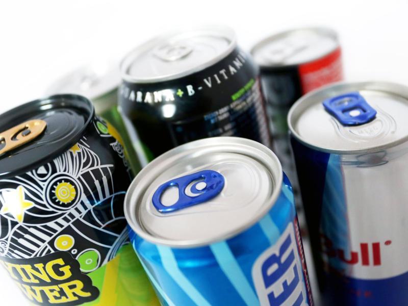 Energydrinks enthalten in der Regel eine Menge Koffein - und sind für Kinder und Jugendliche allenfalls nur mit Vorsicht zu genießen. Foto: Karl-Josef Hildenbrand/dpa/dpa-tmn