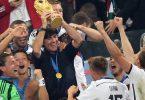 Der Höhepunkt von Joachim Löw als Bundestrainer: Der WM-Sieg 2014 in Rio. Foto: Marcus Brandt/dpa