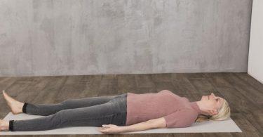 Damit der Körper zittert, muss man loslassen - das ist auch ein wenig Übungssache. Foto: Simone Schneider/TRIAS Verlag/dpa-tmn
