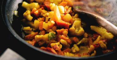 Tiefkühl-Gemüsepfannen sind Geschmackssache, aber laut «Öko-Test» frei von Schadstoffen. Foto: Zacharie Scheurer/dpa-tmn