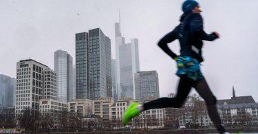 Die gleiche Runde immer zur gleichen Uhrzeit in der gleichen Geschwindigkeit zu laufen, ist kein Training, sondern eher Zeitvertreib. Foto: Frank Rumpenhorst/dpa