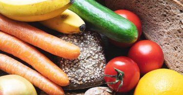Wer Gewicht verlieren will, sollte viel Gemüse, Vollkornprodukte und wenig Zucker zu sich nehmen. Foto: Robert Günther/dpa-tmn