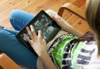 Schauen Kinder zu viel auf den Bildschirm, steigt das Risiko für eine Kurzsichtigkeit. Foto: Silvia Marks/dpa-tmn