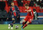 Neymar von Paris Saint-Germain (l) und Joshua Kimmich vomFC Bayern München kämpfen um den Ball. Foto: Sebastien Muylaert/dpa