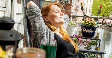 «Box Breathing»: Mit dieser Atemtechnik gibt man seinem Nervensystem den Auftrag, sich zu entspannen. Foto: Christin Klose/dpa-tmn