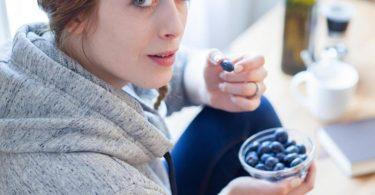 Blaubeeren sind ein gesunder Snack für zwischendurch. Foto: Christin Klose/dpa-tmn