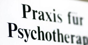 Die Zahl der Kinder und Jugendliche, die therapeutische Hilfe in Anspruch nehmen, ist gestiegen. Foto: Jens Wolf/zb/dpa