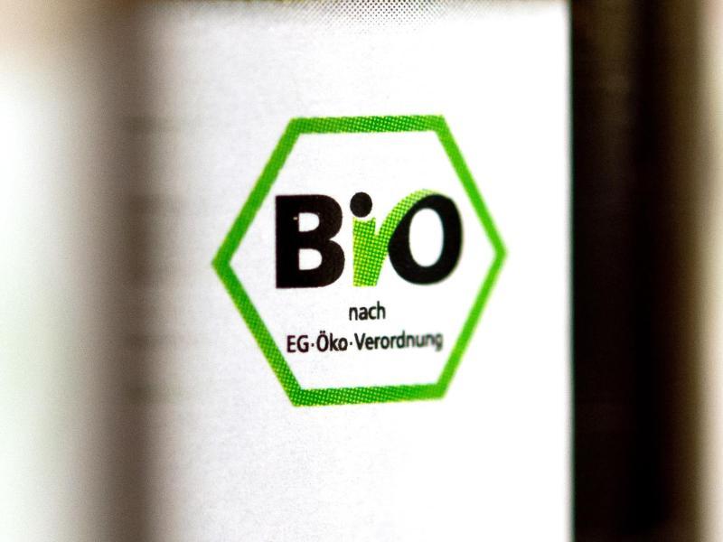 Bio-Getränke dürfen keine nichtbiologischen Zutaten enthalten. Somit ist in der Regel auch der Einsatz von Calciumcarbonat nicht zulässig. Foto: Daniel Naupold/dpa